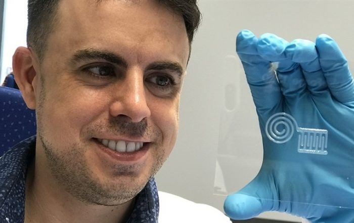 Researcher Gilberto Siqueira from Empa holding a nanocellulose sensor
